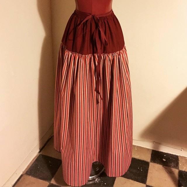 bel-colom-falda-vermella
